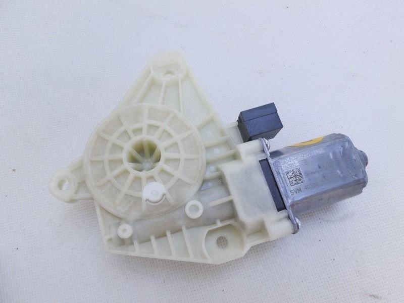 Electric window motor front left vw passat b8 5q4959801c for 2001 volkswagen passat window regulator