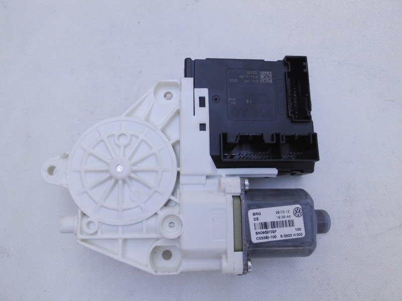 Electric window motor front right tiguan 5n0959702f 9 for Electric motor for skylight