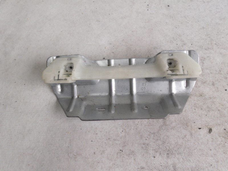 RETAINING BRACKET VW GOLF V 1K0858687G