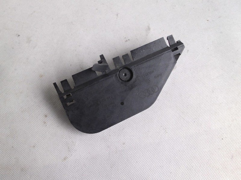 BRACKET FOR TRIM AUDI A8 4H0853922B
